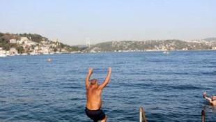 İstanbul'da sıcak havayı görenler soluğu denizde aldı