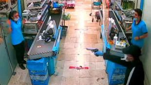 Markette soygun anı saniye saniye kamerada