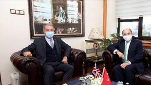 Bakan Akar, İngiliz mevkidaşı Wallace ile görüştü
