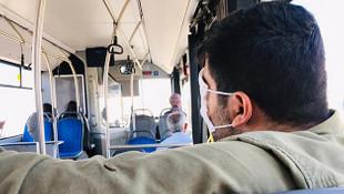 Otobüste skandal görüntü! Maskeyi bakın ne için kullandı
