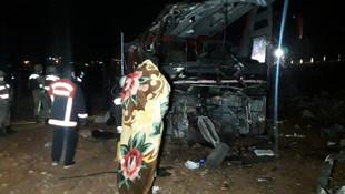 Turistleri taşıyan yabancı plakalı otobüs devrildi! Yaralılar var