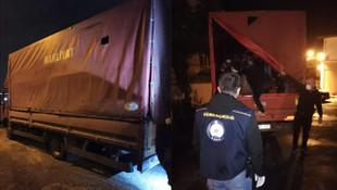 Kamyonetin kasasından 61 göçmen çıktı