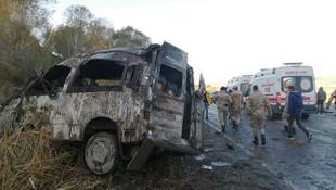 Van'da minibüs takla attı: Ölü ve yaralılar var