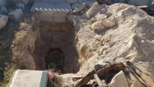 Ermeniler mezarları kazıp cesetleri de beraberinde götürdü