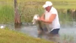 Köpeğini timsahın ağzından böyle kurtardı