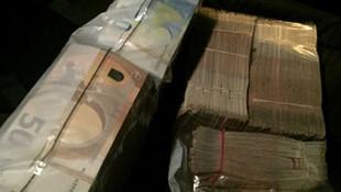 Takside unutulan 2.8 milyon TL'yi sahibine teslim etti