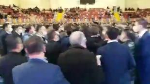 AK Parti'nin kongresinde yumruklar havada uçuştu!