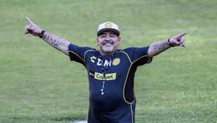 Futbol dünyası Maradona için ağlıyor!