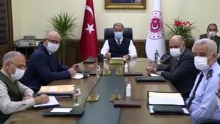 Bakan Akar'dan TSK'ya yönelik ifadelere sert tepki