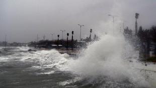 Deniz ulaşımına fırtına engeli! Seferler iptal edildi