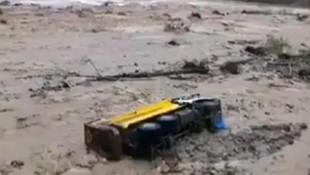 Giresun'da sel kabusu! İş makineleri çamura saplandı