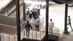 Kadına küfreden saldırgana linç girişimi kamerada