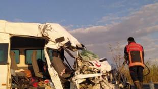 Şanlıurfa'da feci kaza: 1 ölü, 8 yaralı