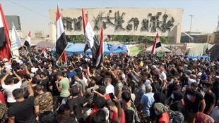 Irak'ta maaşları iki aydır ödenmeyen memurlar grev yaptı