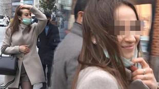 Maske yasağını delen genç kadın gülerek poz verdi