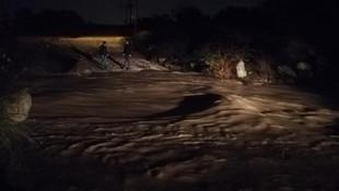 İzmir'de sel sularına kapılan 2 kişi kayboldu