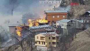 Rize'de korkunç yangın! Çok sayıda ev yandı
