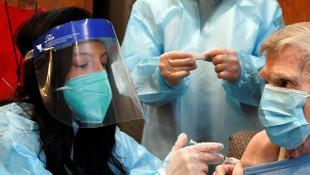 Koronavirüs aşısı olan 4 sağlık çalışanı fenalaştı!