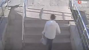 Tuvalette doğurduğu bebeği çöpe attığı anlar kamerada
