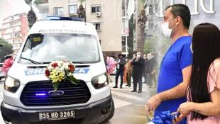 Böyle evlilik görülmedi! Hemşire elbisesinden gelinlik, ambulanstan gelin arabası