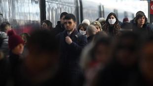 İtalya'da son 24 saatte 445 kişi koronavirüsten öldü