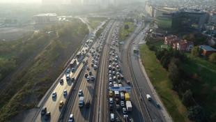 İstanbul'da sokağa çıkma yasağı öncesi trafik kilitlendi