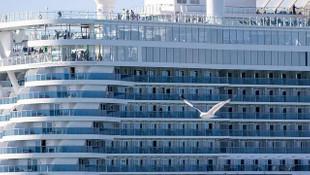 Cruise gemisinde karantinadaki yolculara ahlaksız teklif
