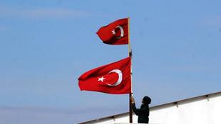 Reyhanlı'nın sınır mahallesi bayraklarla donatıldı!
