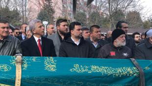 Eski Galatasaraylı futbolcu Hakan Ünsal'ın annesi vefat etti