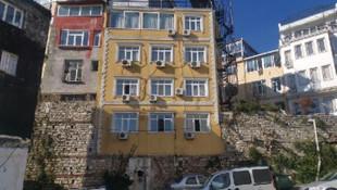İstanbul'da surların üzerine yapılan otel şaşırtıyor