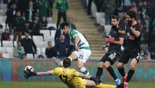 TFF 1. Lig: Bursaspor: 0 - Eskişehir: 0 (İlk yarı sonucu)