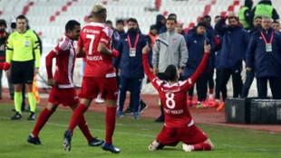 Mert Hakan ile Erol Bulut arasında gol sevinci gerilimi!