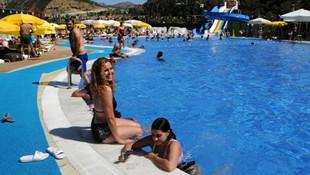 O yetkiliden şok sözler: ''Erkeklerle aynı havuzdan yüzen kadınlar...''