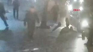 Elinde sopayla sokak ortasında kadına saldırdı!