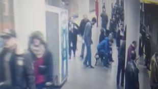 Metro istasyonunda silahını aldığı polisi böyle vurdu!