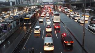 İstanbul trafiğinde yoğunluk yüzde 70'i aştı !