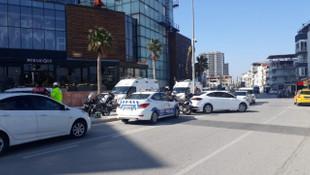 İzmir'de korku dolu anlar! AVM'de pompalı tüfekle ateş açtı