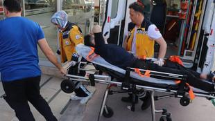 Kemerine delik açarken bacağından yaralandı