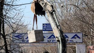 Yunanistan sığınmacılar için Türkiye sınırına duvar ördü!