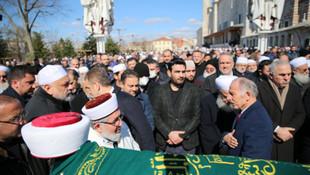 AK Partililerin de katıldığı cenaze töreninde koronavirüs anonsu