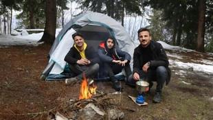 Koronavirüs korkusunda dağa kampa gittiler!