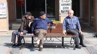 Sokağa çıkan 65 yaş üstü vatandaşa verilecek para cezası !