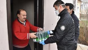 Evden çıkmadı, maden suyu isteğini polis karşıladı