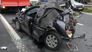 Silivri'de feci kaza: Otomobil TIR'a çarptı !