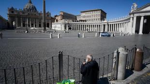 Papa ile aynı konutta kalan rahipte korona çıktı