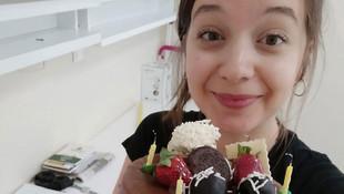 Karantinadaki üniversite öğrencisine doğum günü sürprizi