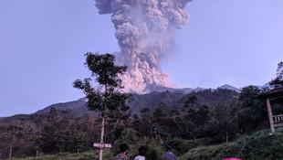 Merapi Yanardağı patladı !
