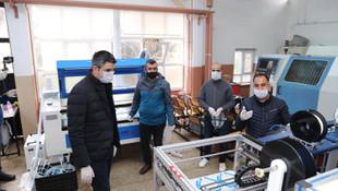 Kartallı öğretmen ve öğrencilerden 3D yazıcı, lazer tezgâh ve tıbbi yüz mas
