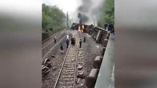 Çin'de yolcu treni raydan çıktı: Yaralılar var