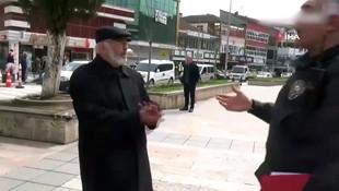 Düzce'de polisi gören yaşlı adam isyan etti !